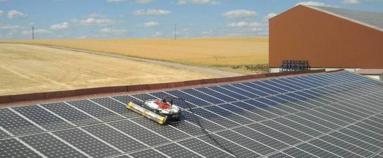 Solar plants can be perfectly cleaned by robot